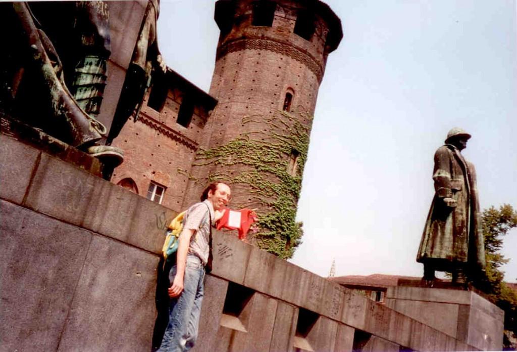 4 - Le mini-bœuf le 29 juillet 1997 à Turin sur les lieux de la manifestation des étudiants en arts du 12 mai précédant