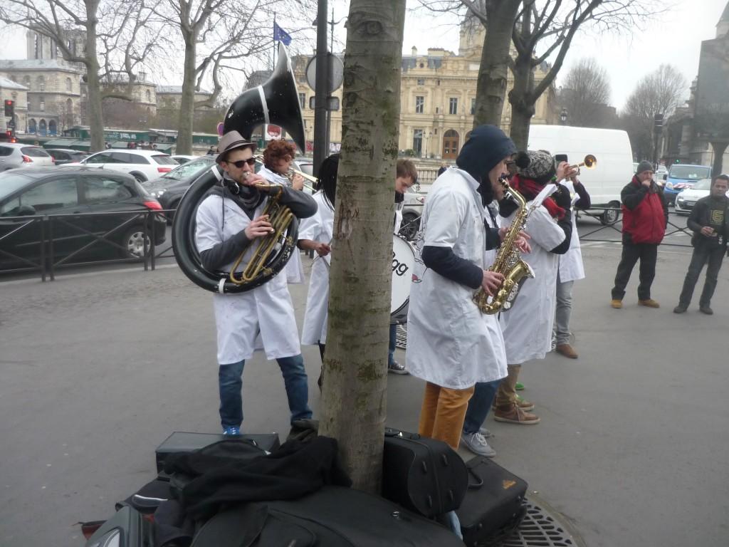 La fanfare d'étudiants en médecine de Paris VI Les Blouses Brothers - 1 - P1460680