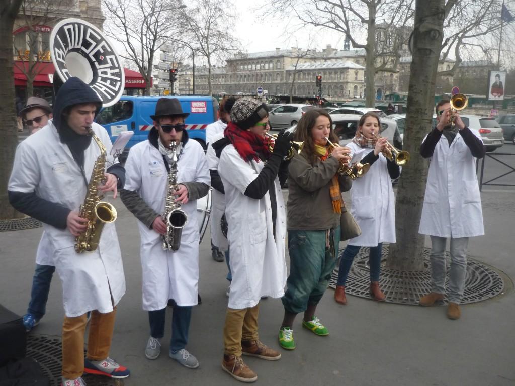 La fanfare d'étudiants en médecine de Paris VI Les Blouses Brothers - 2 - P1460681