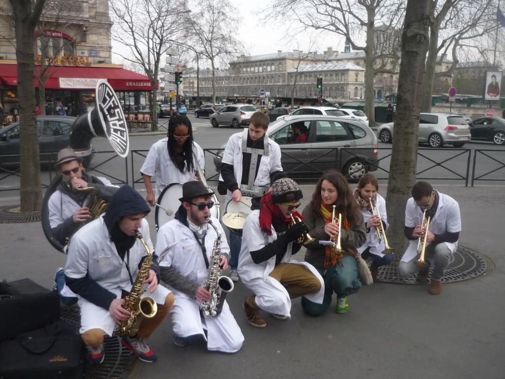 La fanfare d'étudiants en médecine de Paris VI Les Blouses Brothers - 3 - P1460682